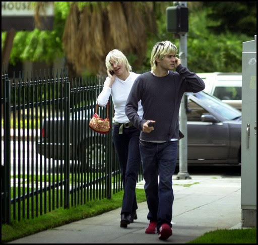Cameron Diaz Jared Leto Cell Phones 2003 nhbfVTb_EDAl