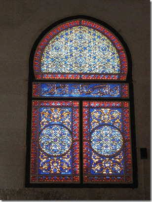 Jerusalem-al-Aqsa-Mosque-stained-glass-window-next-to-minbar