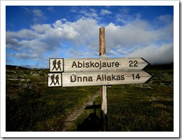 Kom ihåg avståndsangivelsen till Abiskojaure på denna skylt ett tag framöver.
