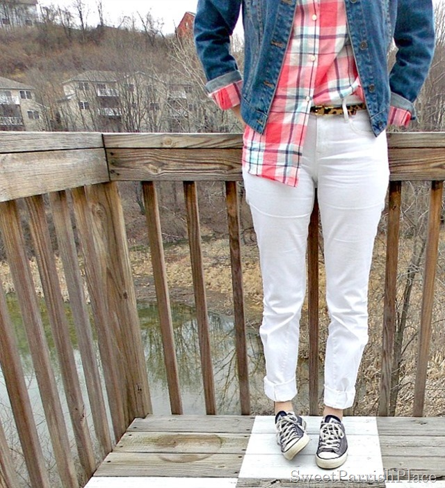 white jeans, plaid button down, denim jacket, Converse2