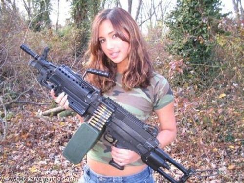 gatas armadas mulheres lindas com armas sexys sensuais desbaratinando (20)