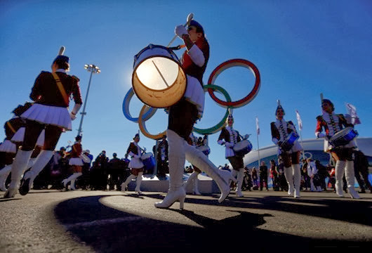 Drummers perform in the Olympic Park during the Sochi 2014 Olympic Games, February 13, 2014.  REUTERS/Laszlo Balogh (RUSSIA  - Tags: SPORT OLYMPICS TPX IMAGES OF THE DAY)   ORG XMIT: LAZ02
