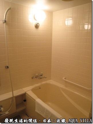 日本伊勢志摩市的近鐵水上別墅飯店(Hotel Kintetsu Aquavilla Ise-Shima),浴室的設備也還可以,看來日本的飯店真的不是很重是浴室,不像台灣及大陸的浴室都弄得很漂亮舒服。