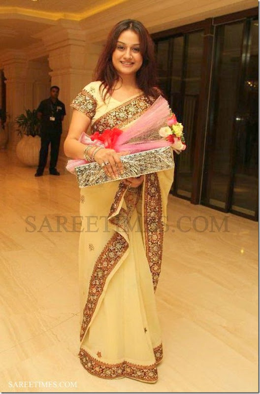 Sonia_Agarwal_Embroidery_Saree (1)