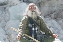 gallery-Celebrations_at_Isha-2002_Himalayan_Dhyanyatra-gomukh1.jpg
