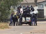 La Police interpelant des militants de l'UDPS le 6/9/2011 à Kinshasa-Limeté. Radio Okapi/ Ph. John Bompengo