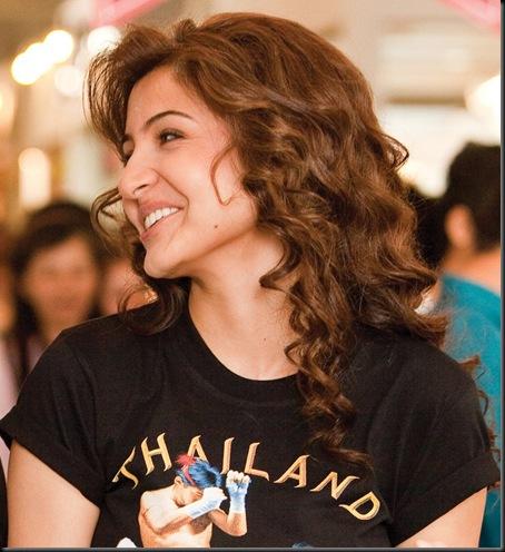 Anushka-Sharma-smile