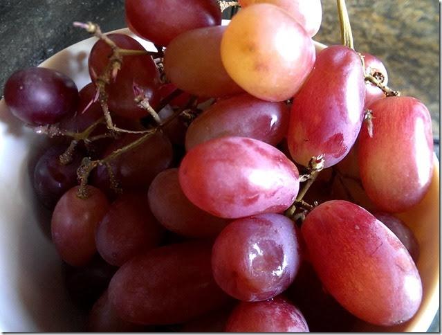 grapes-public-domain-pictures-1 (2301)