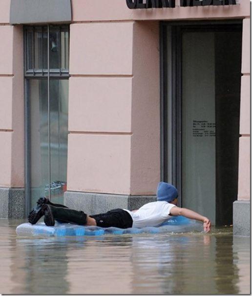 happy-flood-people-21