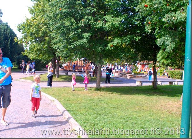 kirjurinluoto puisto potkupallo Marko ja heli maalareina 089