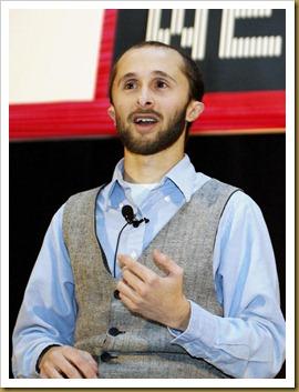 2007년, 몬트리올 인터내셔널 게임 서밋에서 강연하는 대니 레돈