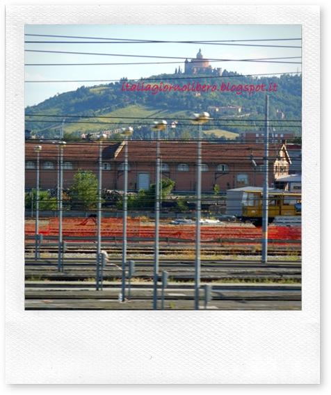 Igl Santuario della Madonna di San Luca a Bologna, visto dal finestrino del treno 1