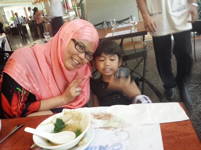 Ikut Hubby Kursus di Mahkota Hotel Melaka, family, Claypot Asam Pedas, Playroom, Swimming pool