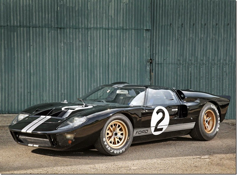 ford_gt40-le-mans-race-car-1966_r3