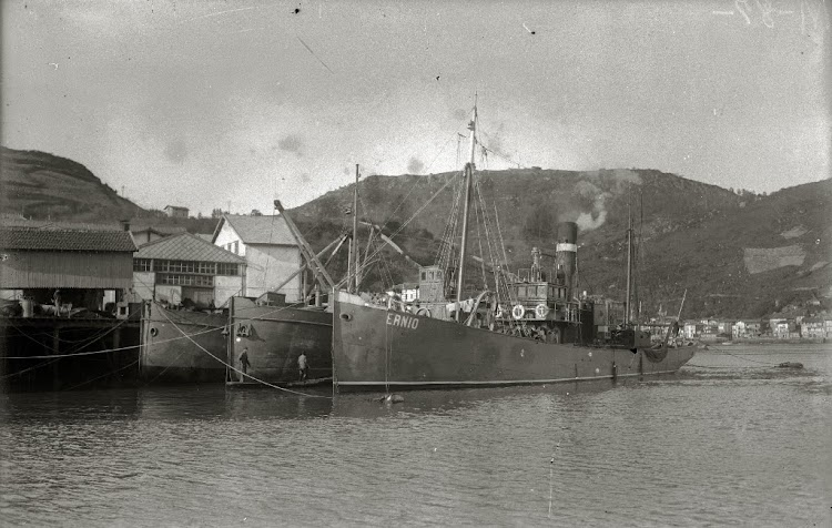 Vapor pesquero ERNIO, tragicamente desaparecido en 1926. Web Gure Guipùzcoa. Fondo Car. Ricardo Martin. Ca. 1920.jpg
