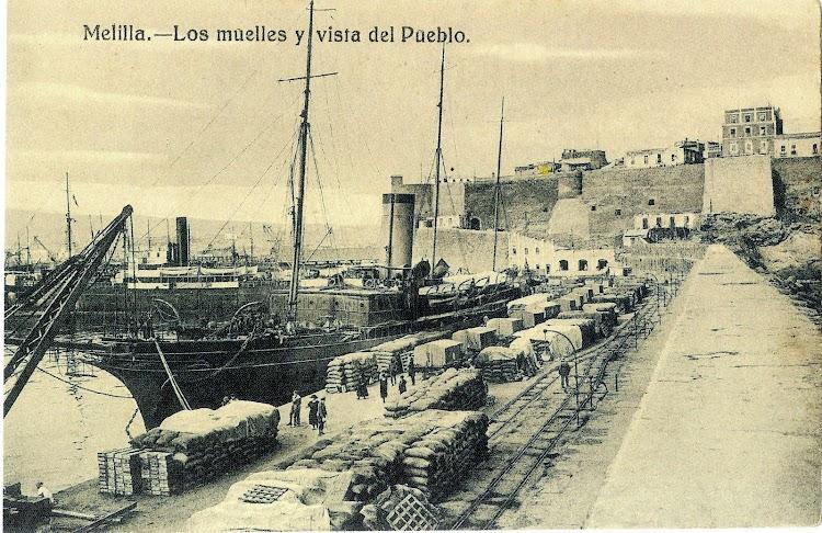 Aunque con alguna duda, es seguramente el aviso GIRALDA en el puerto de Melilla. Foto del libro EL PUERTO DE MELILLA. UNA OBRA CENTENARIA CON UN PASADO MILENARIO.jpg