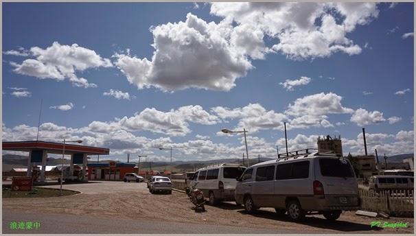 车站对面的油站