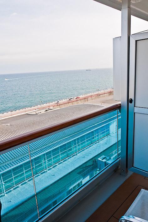 Вид с балкона на порт Барселоны. Costa Concordia. Круиз.