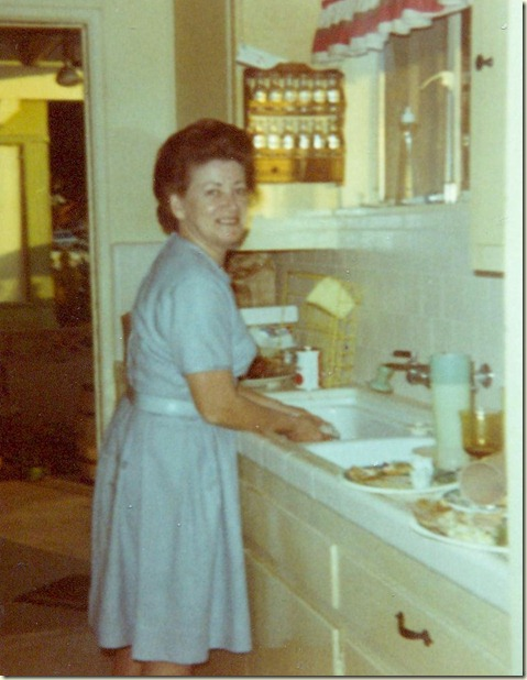 Mom Evans Thanksgiving 1969 001