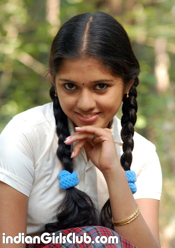 Mallu Girl Acting As A School In Tamil Film Uthiram