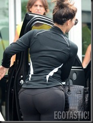 kim-kardashian-wears-leggings-at-body-and-soul-gym-in-miami-09-675x900