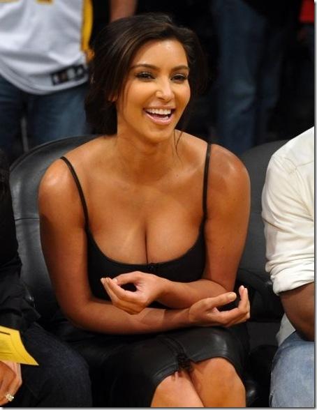 kimkardashian cleavage-1