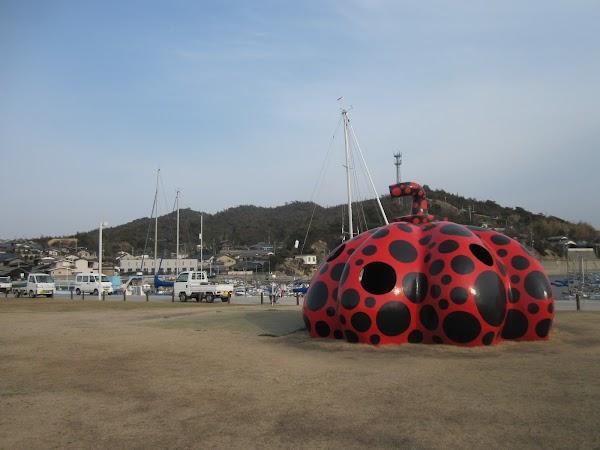 50. dovleacul din insula Naoshima.jpg