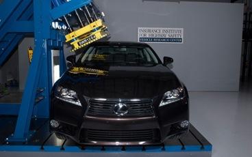 2013-Lexus-GS350-IIHS-roof-crush-test