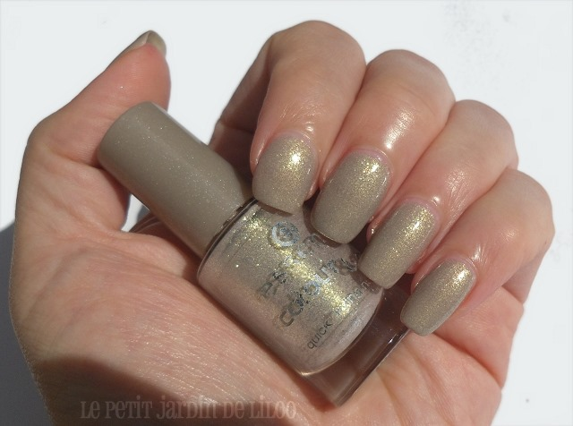 [02-essence-irreplaceable-nail-polish-swatch-review%255B4%255D.jpg]