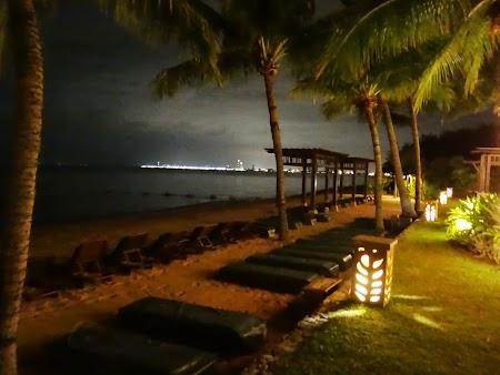 41. Noaptea pe malul marii la Pattaya.JPG