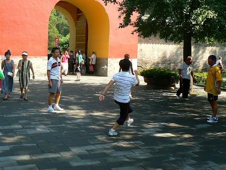 13. Tenis cu piciorul in China.JPG