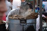 Urumqi - Marché de rue, morceaux de viande bouillie