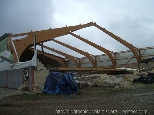 Blog t cnico de la madera siniestro en nave de madera - Estructura madera laminada ...