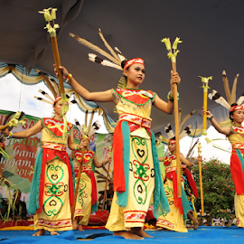 Dayak Dancing by Andaru Wicaksono - News & Events Entertainment ( dancing, south borneo, event, indonesia, borneo, dayak )