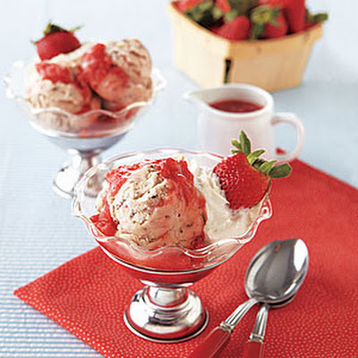 Double Strawberry-Chocolate Chip Sundaes