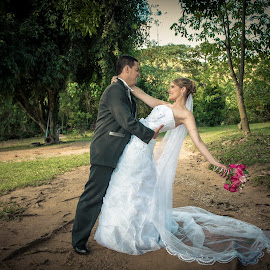 true love by Marcos Lamas - Wedding Bride & Groom