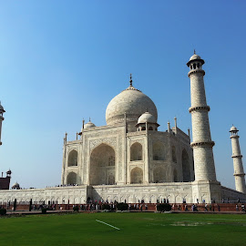 Taj Mahal by Gagan Sharma - Buildings & Architecture Statues & Monuments ( taj mahal )