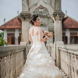 Beautiful Bride (Ma) by Amin Basyir Supatra - Wedding Bride ( love, pose, bali, elegant, beautiful, white, back, bride )