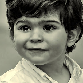 EMOCIONES by Miguel Lopez De Haro - Babies & Children Child Portraits ( blanco y negro, retrato, lagrimas, niños, Emotion, portrait, human, people )