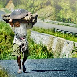 pulang by Fora Ginanjar Katamsi - People Street & Candids ( street, candid, portraits, people, portrait )