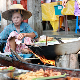 Lunch anyone? by Sian Gamble - Food & Drink Cooking & Baking ( food, thailand, boat, fire, wok )