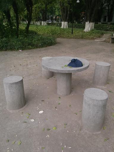 L醉心湖石凳1