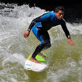 Surfer 5.jpg
