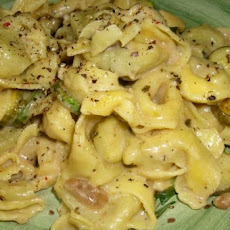 Cheese Ravioli With White Wine Sauce and Zucchini