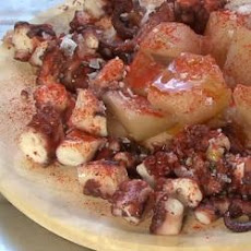 Pimiento a la gallega (Octopus and potato salad)