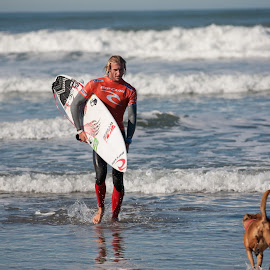 Owen Wright and Rooster by Tanja Nixx - Sports & Fitness Surfing ( surfcontest2011, somewhere in san francisco, first day,  )