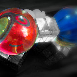 Red Eye by Cecilia Sterling - Artistic Objects Glass ( red, blue, rubix, meditation ball, color splash )
