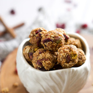 {No Bake} Fruit & Nut Trail Mix Energy Bites