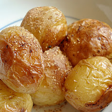 New potatoes with butter and soy sauce (Shinjaga shouyu bataa)