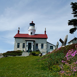 Battery Point Lighthouse by Wayne Lindberg - Buildings & Architecture Public & Historical ( building, ca, lighthouse )
